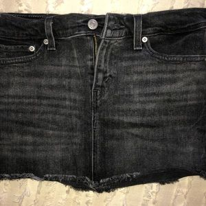 Levi's mini black denim skirt